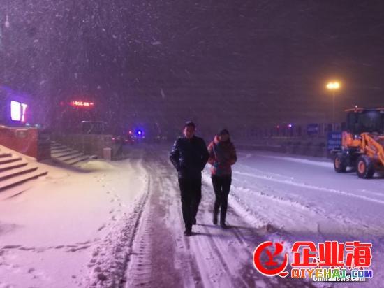 """新疆北部再迎微风寒潮降雪 多地气温""""骤降""""约10℃"""